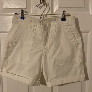 Cute white Girlfriend Chino shorts!